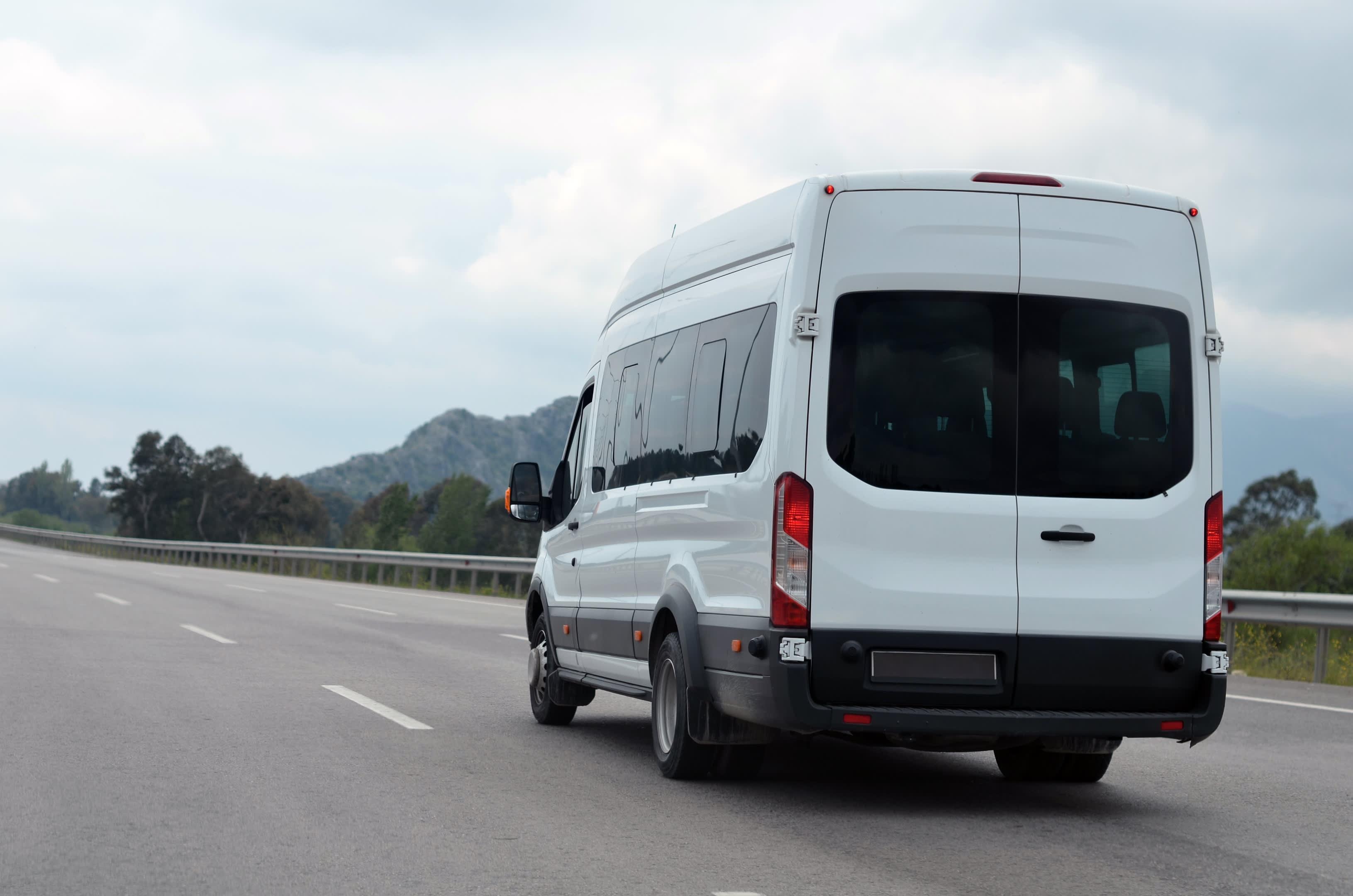 Alquiler con conductor minibus