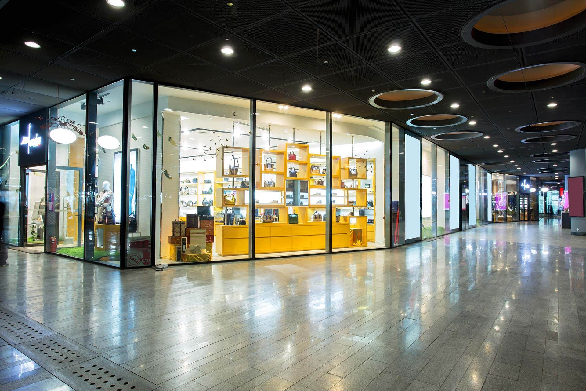 Window Cleaning - Regular Shopping mall / centre cleans