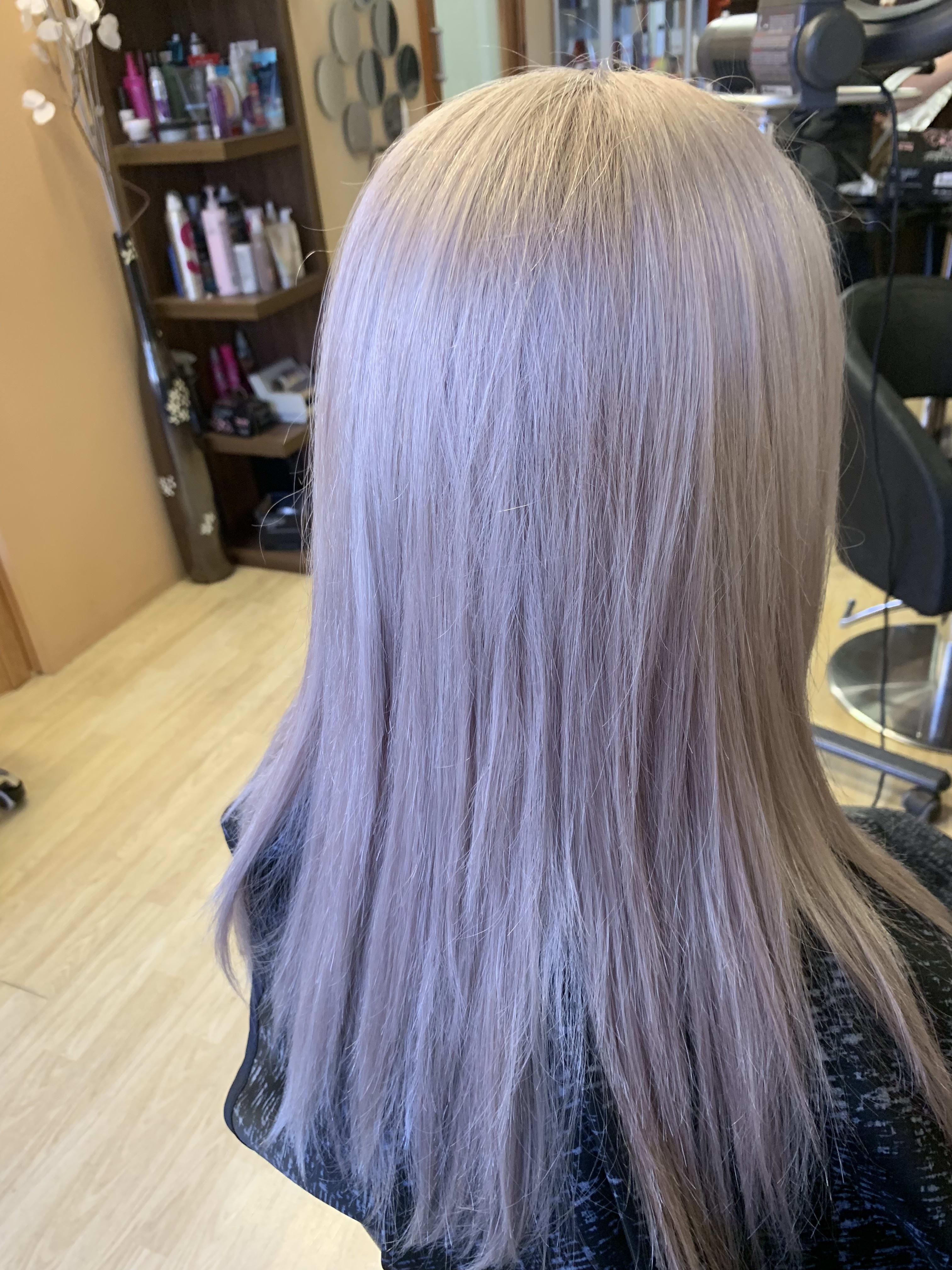 Pre-Lighten & Tone Hair Colouring (Roots)