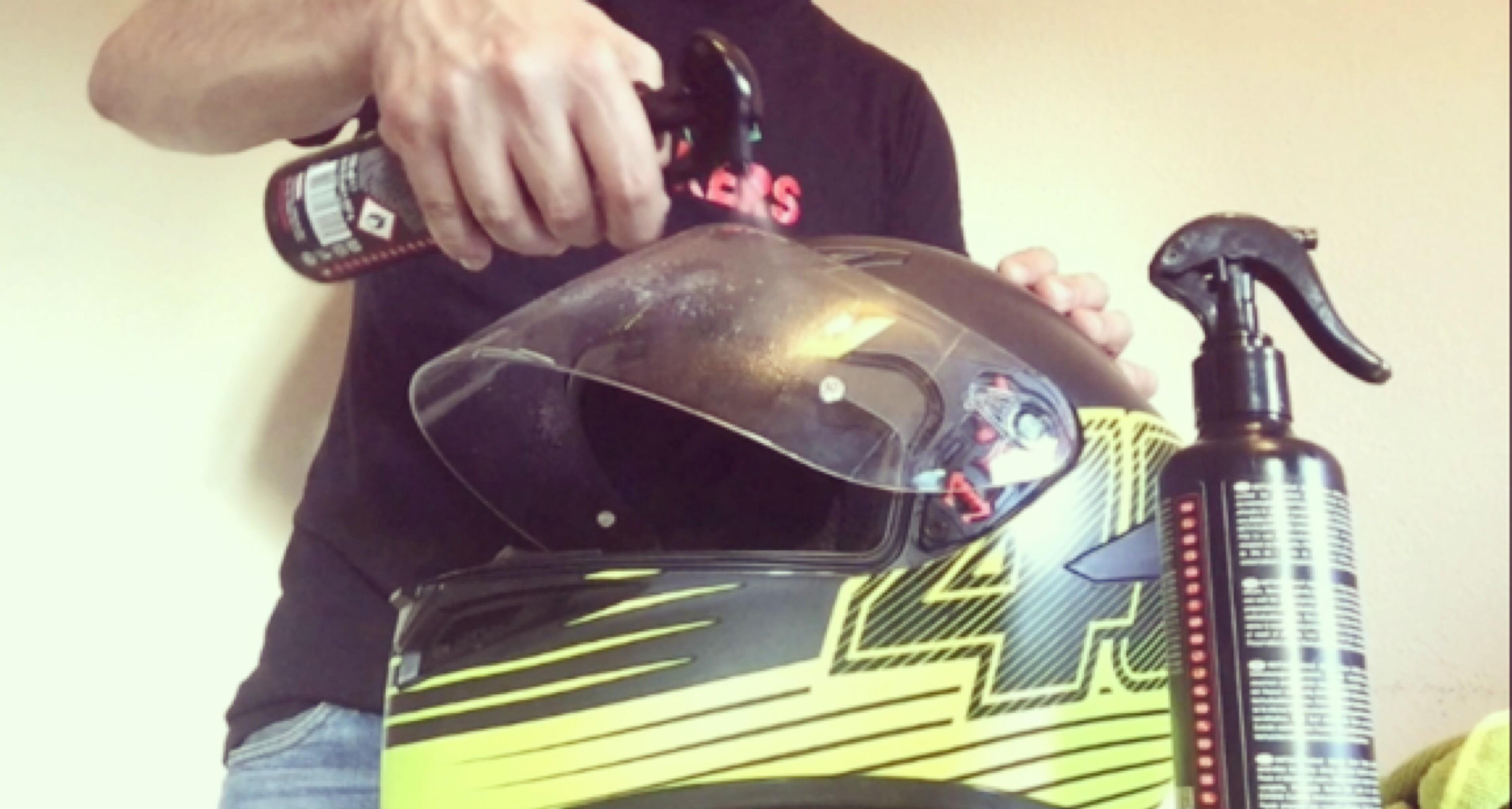 Limpieza y desinfección cascos de moto